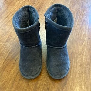 Toddler sz 8 Bear Paw boots